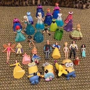Disney Princess, swappable dresses and 3 minions.
